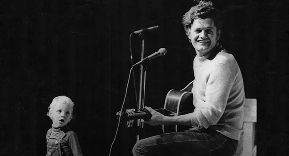 Harry Chapin with his son