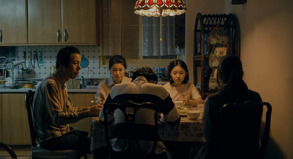 Eun-hee eating dinner with her family.