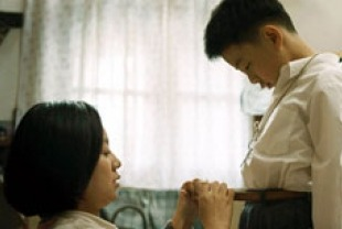 Yan Ni as the mother and Liu Wenqing as Wang
