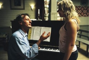 Michael Nyqvist as Daniel and Frida Hallgren as Lena