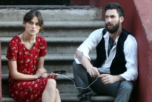 Keira Knightley as Gretta and Adam Levine as Dave