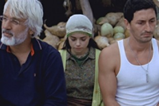 Talat Bulut as Irfan, Ozgu Namal as Meryem, and Murat Han as Cemal