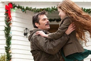 Billy Burke as Charlie and Mackenzie Foy as Renesmee