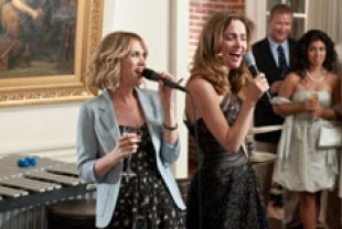 Kristen Wiig as Annie and Rose Byrne as Helen