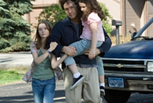 Shelan O'Keefe as Heidi, John Cusack as Stanley, and Grace Bednarczyk as Dawn