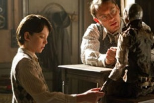 Asa Butterfield as Hugo and Jude Law as his father