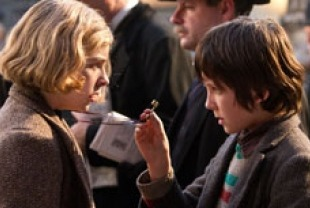 Asa Butterfield as Hugo and Chole Grace Moretz as Isabelle