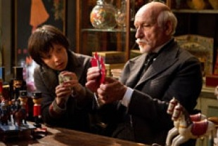 Asa Butterfield as Hugo and Ben Kingsley as M. Melies