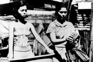 Hilda Koronel (right) as Insiang