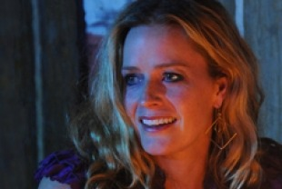 Elizabeth Shue as Mary Anne