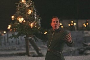 joyeux noel essay Joyeux noel (2005) / war-drama aka merry christmas mpaa rated: r for violence and brief sexuality running time: 116 min cast: guillaume canet, benno.