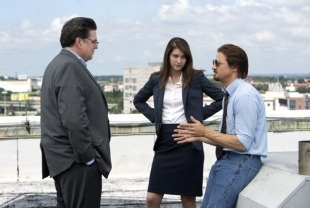 Oliver Platt as Jerry, Mary Elizabeth Winstead as Anna and Jeremy Renner as Gary