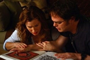 Rainn Wilson as Larry White and Kathryn Hahn as Naomi studying Tibetan mandalas
