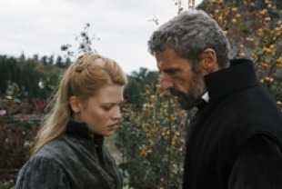 Mélanie Thierry as Marie de Montpensier and Lambert Wilson as Comte de Chabannes