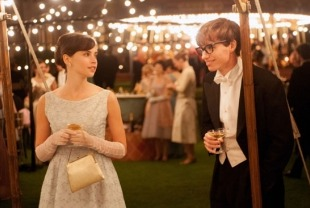 Felicity Jones as Jane and Eddie Redmayne as Stephen