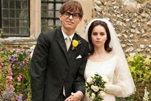 Eddie Redmayne as Stephen and Felicity Jones as Jane