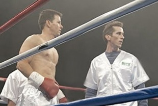 Mark Walhberg as Mickey Ward and Christian Bale as Nickie