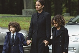Alexis Llewellyn as Harper, Halle Berry as Audrey, and Micah Berry as Dory