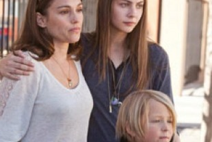 Amy Jo Johnson as Gwen, Willa Holland as Davey, and Lucien Dale as Jason