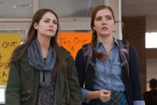 Willa Holland as Davey and Elise Eberle as Jane