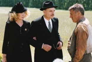 Sabine Azema as Mme. Mazel, Jean-Pierre Darrousin as M. Mazel and Daniel Auteuil as Pascal